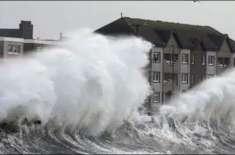 برطانیہ میں سمندری طوفان کی تباہ کاریاں جاری، 4 افراد ہلاک، ہزاروں ..