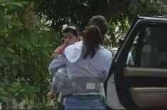 پاپارازی نے شلپا کا تعاقب کرکے بیٹی کی تصویر بناڈالی، سوشل میڈی پر ..