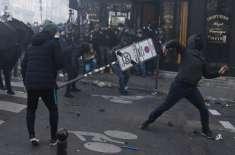 فرانس میں ہزاروں لوگ سڑکوں پر آگئے،پولیس اور مظاہرین میں مدبھیڑ