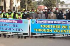 رضاکاروں کو معاشرے میں عزت کی نگاہ سے دیکھا جاتا ہے ۔ ڈپٹی کمشنر