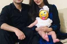 عائشہ خان اپنی تصاویر میں بیٹی کا چہرہ چھپانے پر سخت تنقید کی زد میں