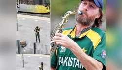 کرکٹ کوترسا پاکستانی سپورٹرسٹیڈیم کے باہرباجا بجانے لگا