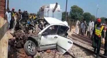 ٹرین حادثہ میں جاںبحق ہونے والوں نوجوان جوڑوں کی نماز جنازہ ادا کردی ..