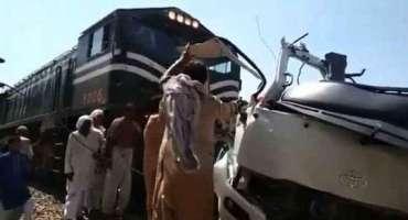 ٹرین حادثے میں ہلاک سکھ خاندان کے 19 افراد کی آخری رسومات نوشہرہ کے ..