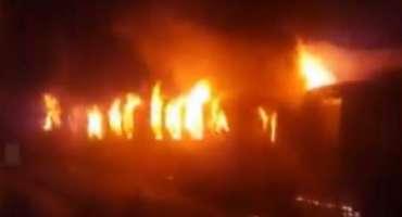 وزیرآباد ریلوے اسٹیشن پر ٹرین میں آگ لگ گئی