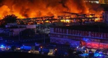 عجمان کی فروٹ مارکیٹ میں لگنے والی آگ 3 گھنٹے کی جدوجہد کے بعد بُجھا ..