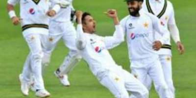 پہلا ٹیسٹ، پاکستانی بائولرز نے انگلش بلے بازوں کو جکڑ لیا