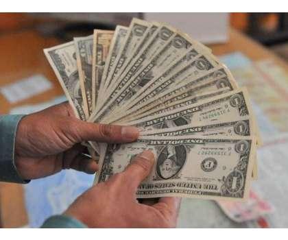 روپے کی قدر میں گراوٹ روکنے کیلئے مارکیٹ میں ڈالر جھونکنے کے باوجود ..