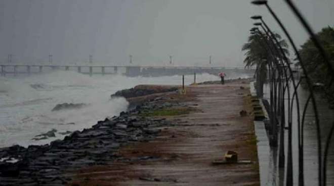 بھارت، سمندری طوفان 'نیوار' دو ریاستوں سے ٹکرا گیا، تیز ہوائوں سے ..