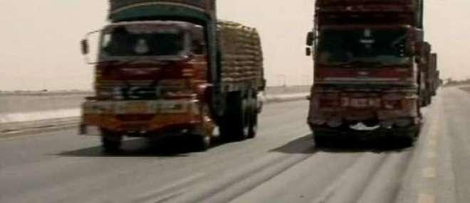 ہیوی گاڑیوں نے جگہ جگہ سے کراچی موٹر وے کو مخدوش کردیا