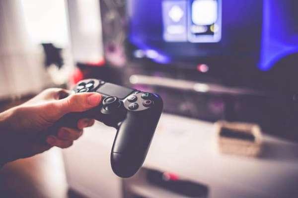 چین میں روزانہ 22 گھنٹے گیم کھیلنے سے نوجوان کا بازو اور ہاتھ مفلوج ہوگیا