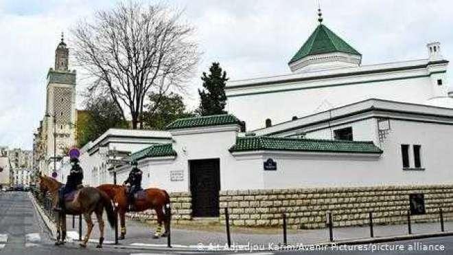 فرانس میں پاکستانی امام مسجد پر تاحیات پابندی