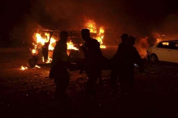پشاور دھماکے سے لرز اٹھا، شہادتوں کا خدشہ
