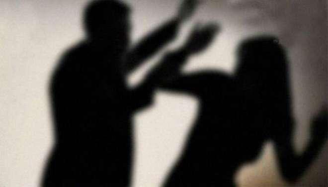قصور، تھانیدار نے زبردستی گھر میں گھس کر میاں بیوی کو تشدد کا نشانہ ..