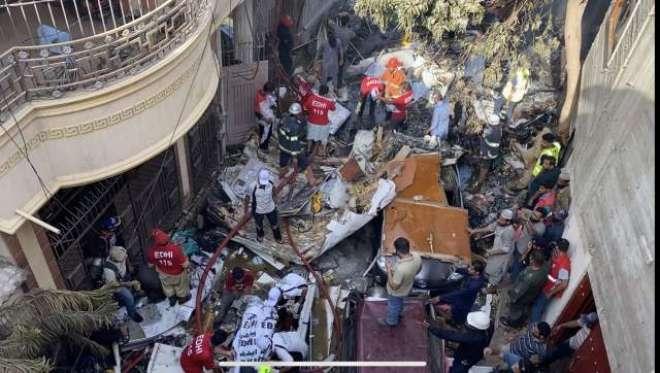 طیارہ حادثہ میں جاں بحق ہونے والے افراد کے خاندانوں کو معلومات کی فراہمی ..