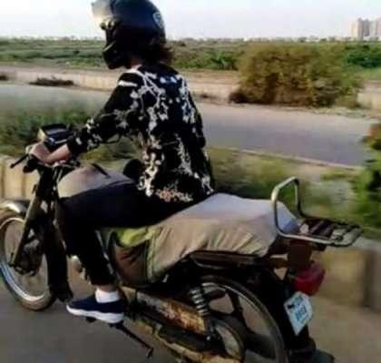 کراچی کی خاتون کوبائیک چلانیکا لائسنس مل گیا