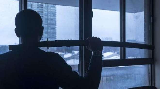 سابقہ بیوی کے خلاف بچے کی تحویل کےمقدمے کا فیصلہ تلوار بازی سے حل کرنے ..