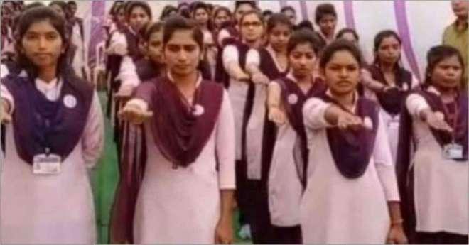 بھارت میں کالج کی لڑکیوں نے کبھی پیار نہ کرنے اور پسند کی شادی نہ کرنے ..