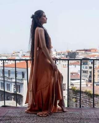 ترک اداکارہ اسرا بیلگیچ کی باکسنگ سیکھنے کی ویڈیو وائرل