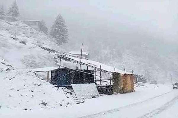سردی کا موسم آگیا، خیبرپختونخواہ کے کچھ علاقوں میں برفباری کا آغاز