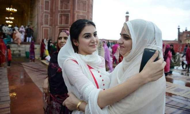 پاکستان میں طویل عرصے بعد ایک ہی دن عید منائی جائے گی