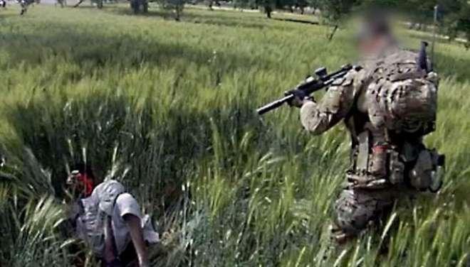 ہیلی کاپٹر میں جگہ نہیں تو قیدی کو گولی مار کر ہلاک کردیا تھا