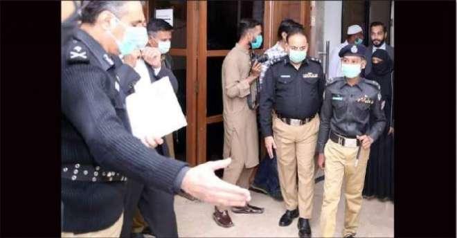 ھ*کراچی پولیس نے کینسر کے مرض میں مبتلا بچے کی پولیس افسر بننے کی خواہش ..