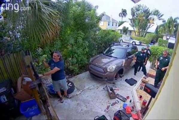 خاتون کی مدد کے لیے پہنچنے پر پولیس کو معلوم ہوا کہ  یہ تو طوطا تھا