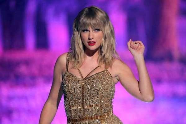 ٹیلر سوئفٹ نے چھٹی بار سال کی بہترین گلوکارہ کا ایوارڈ جیت لیا