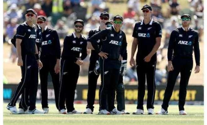 پاکستان نیوزی لینڈ ٹیموں کے قافلے میں پولیس افسر کی گاڑی داخل ہونے ..