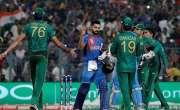 پاکستانی بائولرز تاحال ٹی ٹونٹی ورلڈ کپ میں ویرات کوہلی کی وکٹ لینے ..