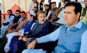 چمن: صادق کرکٹ گراؤنڈ میں ڈپٹی کمشنر جمعہ داد خان مندوخیل نے ڈپٹی کمشنر ..