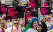 ہنگری کے وزیر اعظم وکٹر اوربان کی سخت قانون سازی کیخلاف ہزاروں ہم جنس ..