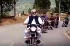وزیراعظم آزاد کشمیر عبدالقیوم نیازی کی موٹر سائیکل پر ویڈیو وائرل، ..