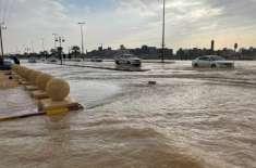 سعودیہ میں طوفانی بارشیں، کئی علاقوں میں سیلاب آ نے کا خدشہ پیدا ہو ..