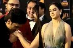 پریتی زنٹا کا ہاتھ چومنے پر جنیلیا نے رتیش کی پٹائی کردی، مزاحیہ ویڈیو ..