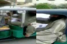 'پیٹرول کے پیسے نہیں'، جے یو آئی کے رکن اسمبلی رکشے میں اسمبلی پہنچ ..
