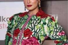 اداکارہ و ماڈل نادیہ حسین نے بھی میزبانی کا آغاز کر دیا