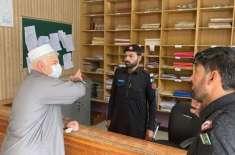 وزیراعلیٰ خیبرپختونخوا نے بھیس بدل کر سرکاری اہلکاروں کو رنگے ہاتھوں ..
