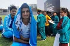 پشاور،نوجوان ایتھلیٹس تپتی دھوپ میں فہمیدہ مرزا کا گھنٹوں انتظار کرنے ..