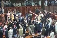 کام تن کر رکھو۔۔۔ پارلیمنٹ میں ہنگامہ آرائی پر دیار غیر سے پیغام