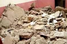سکھر کا رائل پلازہ شہریوں کے لیے خطرہ بن گیا ،پلازہ کی عمارت خستہ حالی ..