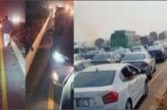پنڈی بھٹیاں موٹروے کے قریب 50 سے زائد گاڑیوں کو حادثہ