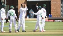 پہلا ٹیسٹ، پاکستان نے کھیل کے اختتام پر بغیر کسی نقصان کے 103 رنز بنالیے