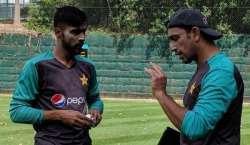 محمد عامر اور ٹیم مینجمنٹ مل بیٹھ کر اپنے مسئلے حل کریں: اظہر محمود