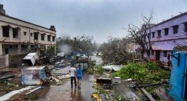 تیس سال کا بدترین سمندری طوفان تائورتے بھارتی ریاست گجرات سے ٹکرا گیا، ..