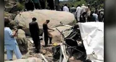 مانسہرہ ،گوجرہ پل کے قریب مسافر گاڑی دریائے سرن نہر میں گرنے 7 افراد ..