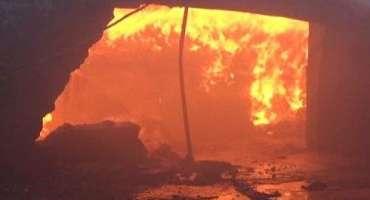 شاہرگ بازار میں دکانوں کو اچانک آگ لگ گئی ،ایک درجن کے قریب دکانیں جل ..