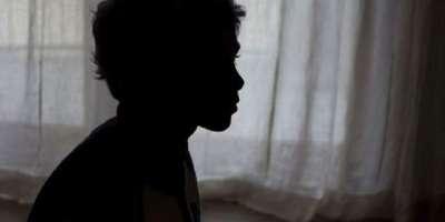 دو افراد کی بارہ سالہ طالب علم سے متعدد بار جنسی زیادتی