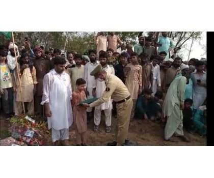 بہاولنگر۔ملک کی خاطر جان دینے والے فوجی جوان محمد عمران کو مکمل فوجی ..